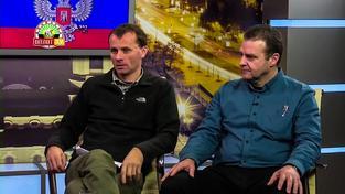 Poslanci KSČM Stanislav Mackovík (vlevo) a Zdeněk Ondráček v pořadu Bez kravat vysílaném separatistickou televizí