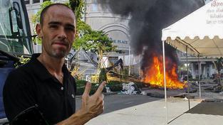 """Do Bangkoku jel Andy McGinlay kvůli protivládnímu povstání """"rudých košil"""""""