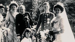 Zita Bourbonsko-Parmská jako nevěsta (vpravo)