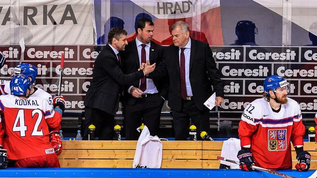Střídání stráží. Josef Jandač (vlevo) jako by přebíral úřad po Vladimíru Vůjtkovi (vpravo)