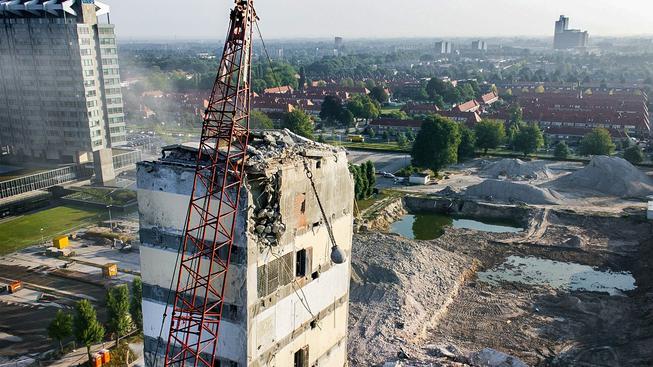 Zbourat celou budovu je možná jednodušší, než zlikvidovat v Česku vlastní firmu (Ilustrační snímek)