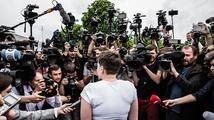 Savčenková přiletěla do Kyjeva, vítaly ji davy. Od Putina dostala milost