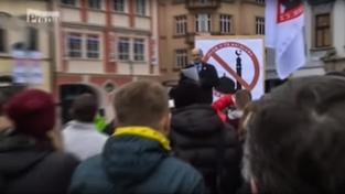 Záběry z protiislámské demonstrace ve zpravodajství TV Prima