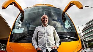 Už tu máme Babiše, který se snaží stát řídit jako firmu. Třeba Jančura bude jednou chtít řídit stát jako autobus. Ilustrační snímek