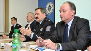 Šéf celostátní kriminálky Michal Mazánek (zcela vlevo)