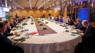 """Lídři evropské sedmadvacítky usedli k oválnému stolu a vzkázali Británii, ať nečeká benefity bez """"obětí"""""""