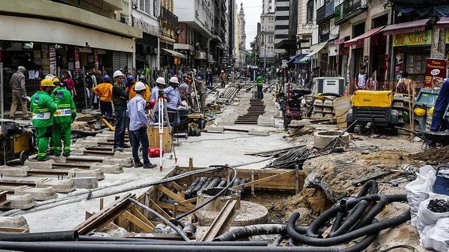 Turisty nelákají ani rozkopané ulice v Riu, kde se nestíhají dokončit velkolepé stavební plány
