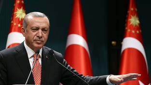 Turecký prezident Recep Tayyip Erdogan pokračuje v reformách, které mu zaručí neomezenou vládu v zemi