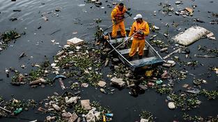 Tak vypadala zátoka Guanabara ještě před týdnem. Do olympiády se toho už zřejmě příliš nezmění