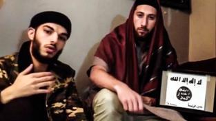 Adel Kermiche (vlevo) a Abdel Malik Petitjean