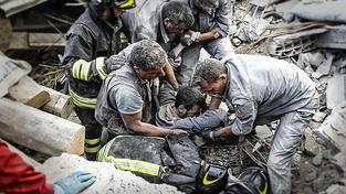Centrum Itálie postihlo ničivé zemětřesení