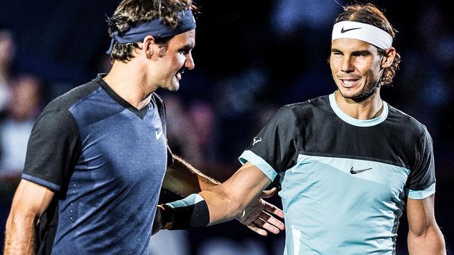 Soupeři Roger Federer (vlevo) a Rafael Nadal budou příští září hrát v Praze za jeden tým