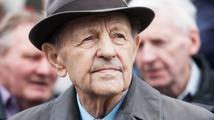 Německo bude vyšetřovat Jakeše a Štrougala. Kvůli zabití německých emigrantů
