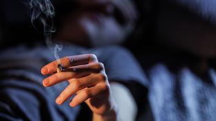 Poleháváte na gauči před televizí? Kouříte? To vše by mohlo být příčinou bolesti zad