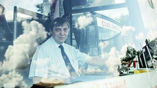 Řidič linkového autobusu. Ilustrační snímek