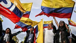 """Kolumbijci v ulicích slaví konec války """"ANO"""" míru"""
