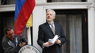 Julian Assange se léta skrývá na ekvádorském velvyslanectví v Londýně