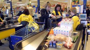 Některé prodejny Albert nechtějí o zákazníky přijít ani o státním svátku
