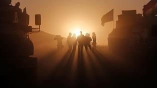 Pešmergové mířící do bitvy o Mosul