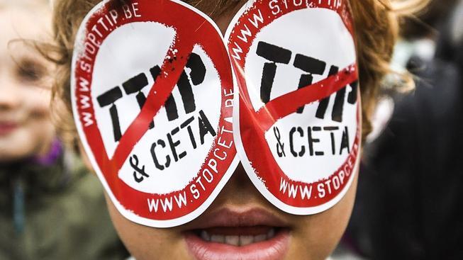 Proti podpisu dohody CETA protestovaly po celé Evropě stovky tisíc lidí