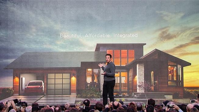 Musk představuje solární střechy