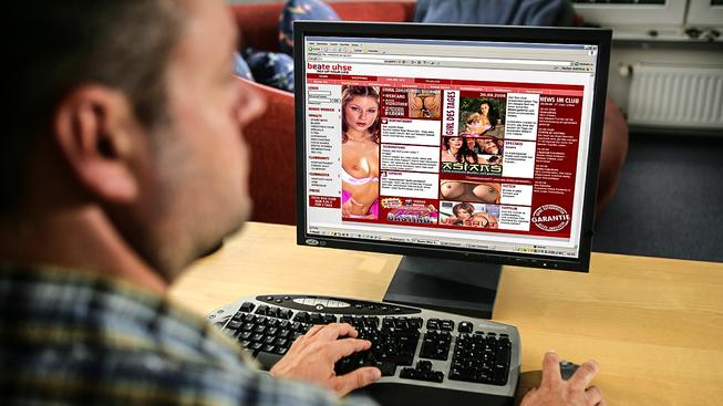 Hackeři získali přístupové údaje k milionům e-mailům uživatelů erotické seznamky. Ilustrační snímek