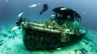 Na dně moří leží miliony vraků lodí