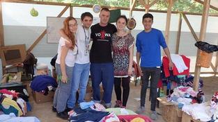 Markéta Všelichová a Miroslav Farkas (uprostřed) žádají turecký soud o propuštění