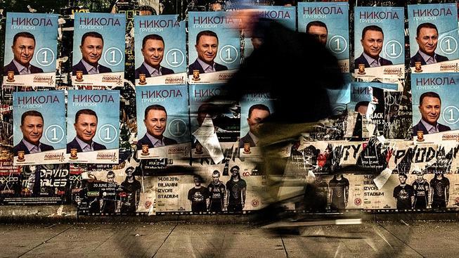 Předvolební plakáty bývalého premiéra Nikoly Gruevského