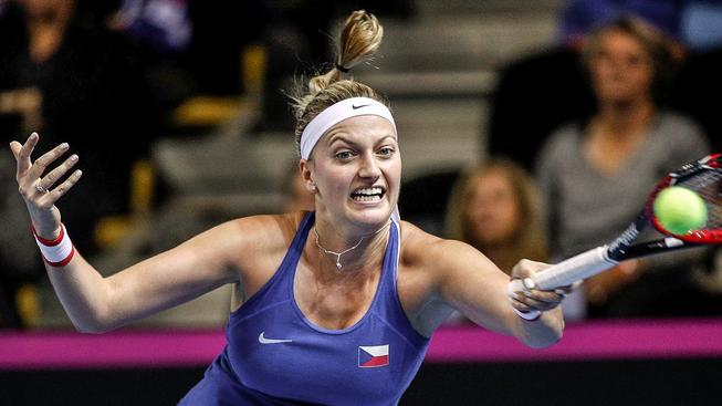 Českou tenistku Petru Kvitovou útočník pořezal na ruce, kterou drží raketu