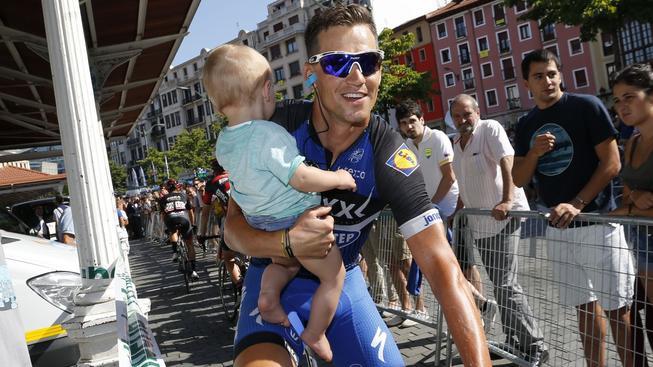 Cyklista Zdeněk Štybar se těší na Vánoce se svým synem Lewisem