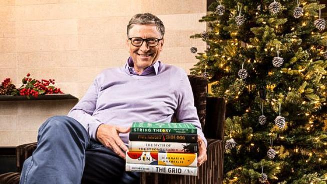 Bill Gates se svým výběrem nejlepších pěti knih, které za uplynulý rok přečetl