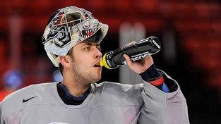 Pavelec si v NHL naposledy zachytal v dubnu minulého roku