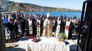 Maronitský arcibiskup Kypru Joseph Soueif slouží mši v kapli v obci Kormakitis ležící v tureckem kontrolované části ostrova