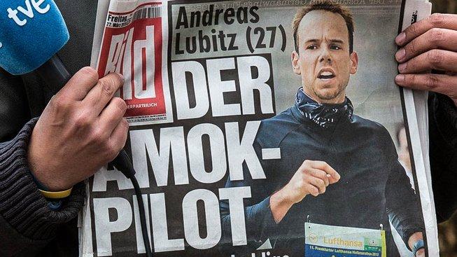 Sebevražedný kopilot Andreas Lubitz na titulce novin