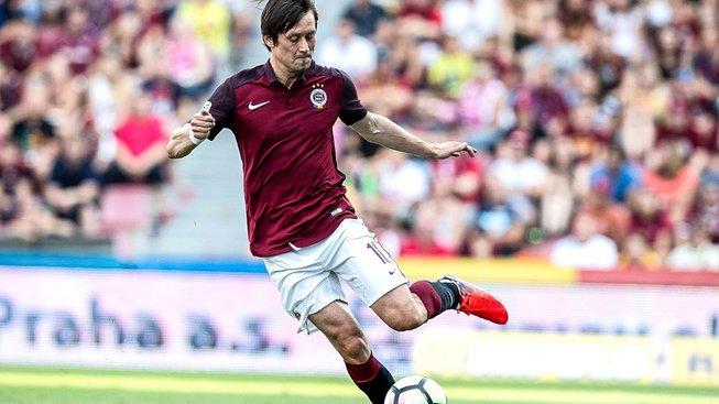 V dresu pražské Sparty zatím strávil Tomáš Rosický na hřišti pouhých 20 minut