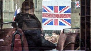 K zahájení jednání o brexitu musí mít britská vláda svolení parlamentu