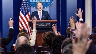 """Tuto tvář si zapamatujte. Sean Spicer je vlastně takový """"Ovčáček ve velkém"""""""