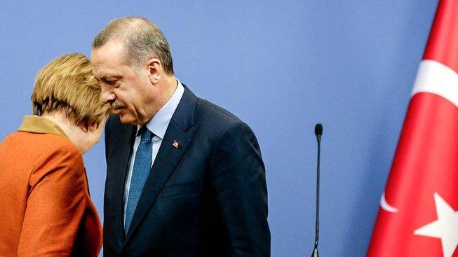 Merkelová s Erdoganem během své návštěvy Turecka před čtyřmi lety
