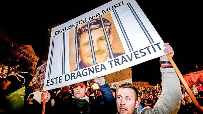Rumuni si omilostnění předsedy vládních sociálních demokratů Dragnea nepřejí