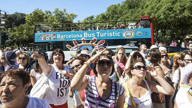 Turismus sice Barcelonu živí, ale jeho obyvatelé jsou na všudypřítomné cizince už alergičtí