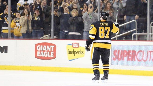 Sidney Crosby si užil potlesk diváků za zisk jubilejního bodu