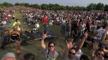 Tisíc muzikantů najednou hraje hit od Foo Fighters!