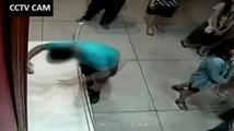 Chlapec zakopl a udělal díru do 350 let starého obrazu