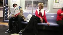 Co způsobí pár falešných přebalů knih v metru