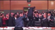 Turečtí poslanci se porvali během jednání o imunitě