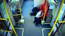 Strojvůdce stihl včas varovat cestující před nárazem. Měl na to tři vteřiny
