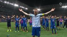 Vikingský pozdrav fotbalistů Islandu po výhře nad Anglií