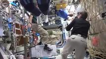 Figurínová výzva stovky kilometrů nad zemí. Astronauti ji zvládli dokonale!