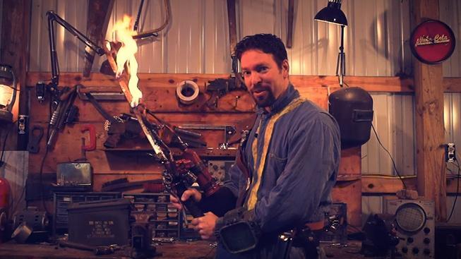 Fanoušek si vyrobil plamenný meč Shishkebab ze série Fallout a je to nářez!